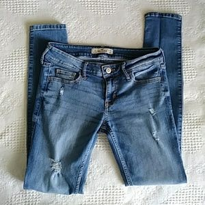 Hollister distressed skinny low rise jeans 1S